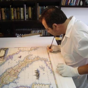 Exhibition at Objetivo – Sorocaba/SP, shows old maps reproduced by manual drawings, published on 23/JUL/2011.